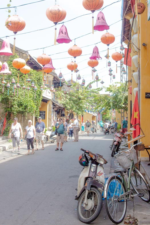 responsible travel in Hoi an - old town lanterns