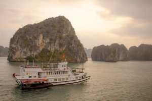 responsible travel vietnam - ha long bay cruise