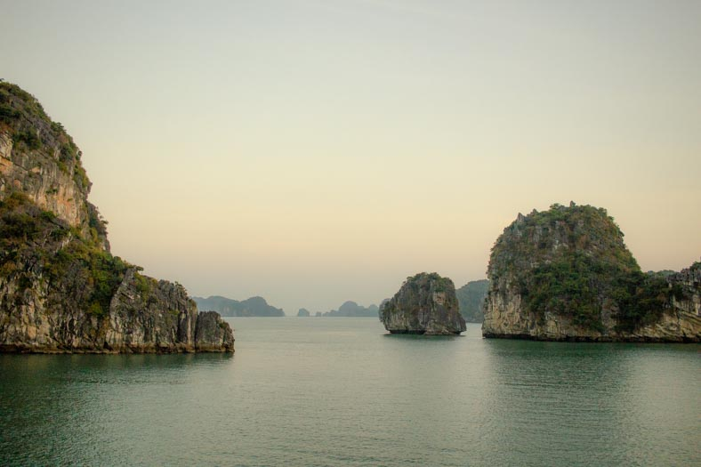 Best Halong bay cruise recommendation - views of bai tu long bay
