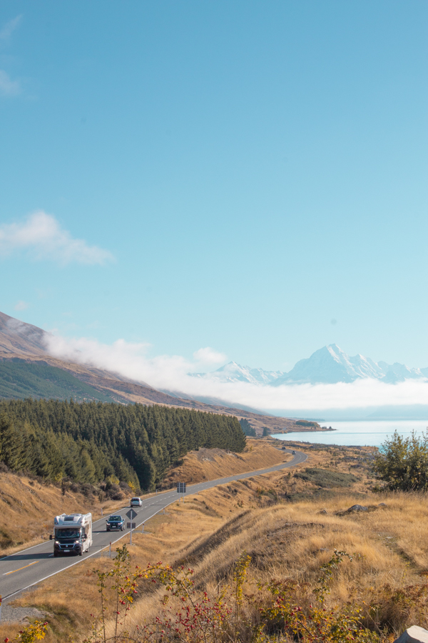 View of Aoraki / Mt Cook on a clear day from Lake Pukaki lookout point
