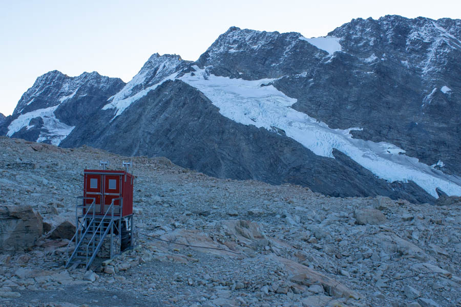 hiking Mueller Hut for beginners - toilet