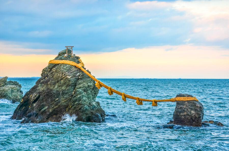 Bucket list experiences Japan- Wedded Rocks
