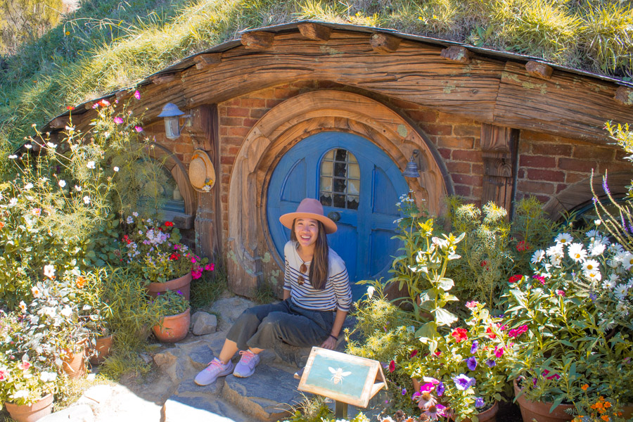 Hobbit hole in Hobbiton, New Zealand where Lord of the Rings was filmed